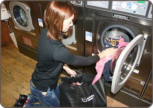 1. お預かりしたバック毎に洗濯します。